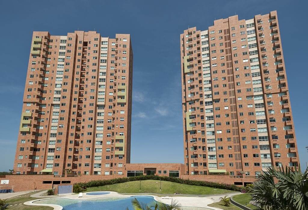 CK05705-Edificio-Palm-Ave-1024x697